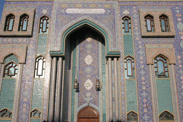 Picture of Dubai mosques (United Arab Emirates): Bur Dubai: beautifully decorated facade of mosque