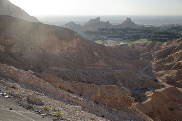 Photo de The west side of Jebel Hafeet near the base of the mountainAl Ain - Emirats Arabes Unis