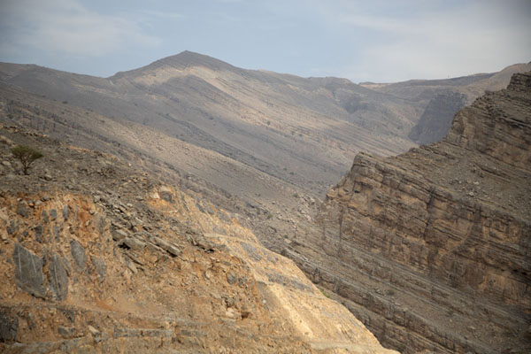 The rocky mountain of Jebel Jais - 阿拉伯联合大公国