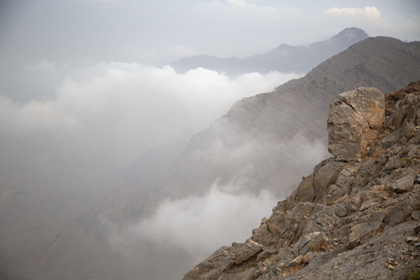 Foto van Clouds climbing against Jebel JaisJebel Jais - Verenigde Arabische Emiraten