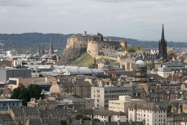 Photo de View over Edinburgh from Arthur's SeatEdimbourg - le Royaume-Uni
