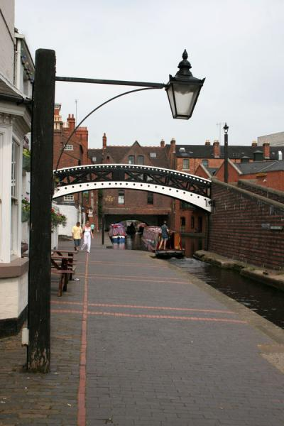 Lantern hanging above one of the quays in Birmingham | Birmingham | Verenigd Koninkrijk