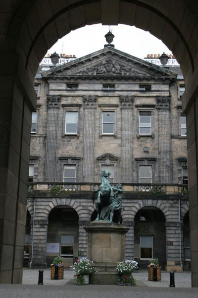 Picture of Edinburgh Old Town (United Kingdom): Edinburgh: one of the stately buildings on the Royal Mile