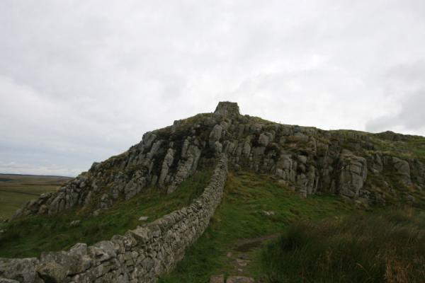 Picture of Hadrian's Wall (United Kingdom): Hadrian's wall running over rocky cliffs