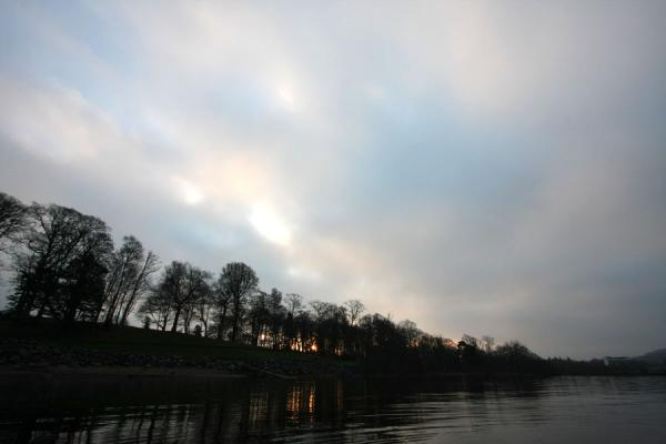 Foto van Pink sky and sunrise over Loch LomondBalloch - Verenigd Koninkrijk
