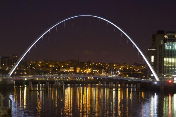 Picture of Gateshead Millennium Bridge with white light at night