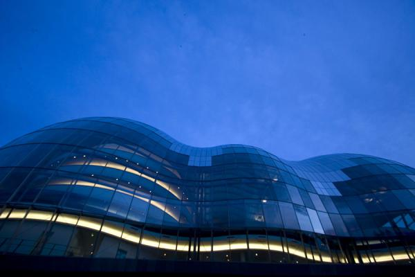 View on the Sage Gateshead musical theatre from below, at dusk | Sage Gateshead | United Kingdom