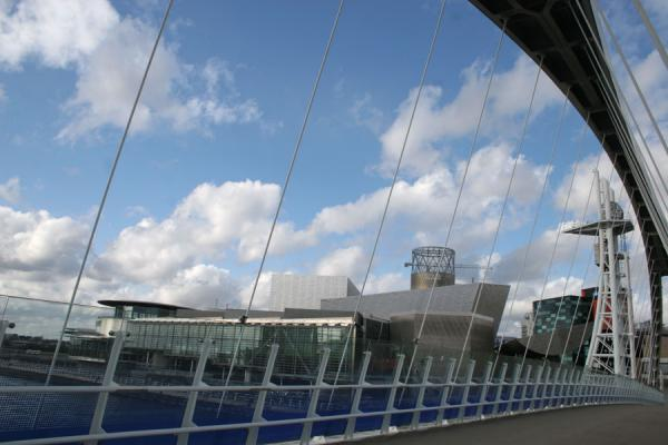 Picture of Salford Quays (United Kingdom): Lowry seen through the bridge of Salford Quays