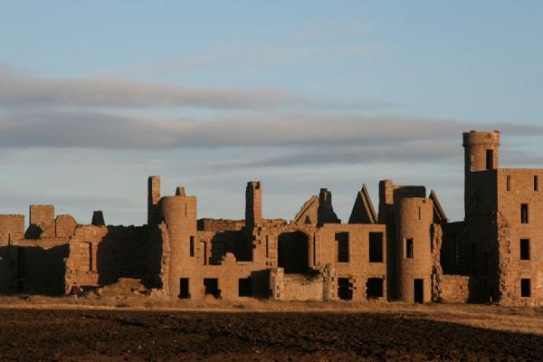 Slains Castle from a distance | Castello di Slains | Regno Unito