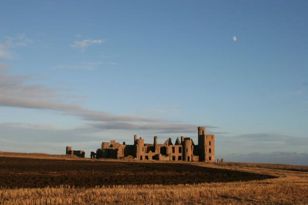 Picture of Slains Castle (United Kingdom): Slains Castle from a distance with surrounding landscape