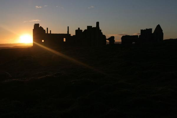 Picture of Slains Castle (United Kingdom): Slains Castle with ray of sun