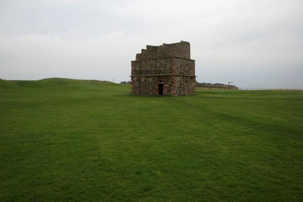 Picture of Tantallon Castle (United Kingdom): Dovecot on the courtyard of Tantallon Castle