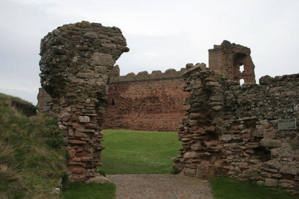 Picture of Tantallon Castle seen through the old gate