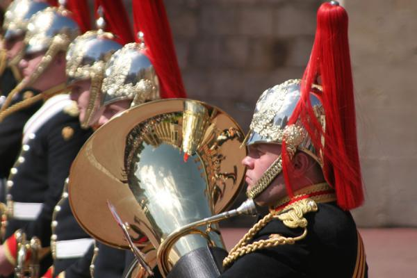 Blowing horns at the changing of the guards | Windsor Castle | United Kingdom