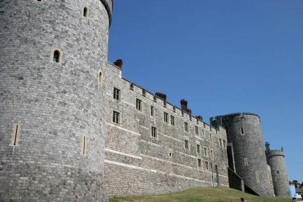 http://www.traveladventures.org/continents/europe/images/windsor-castle10.jpg