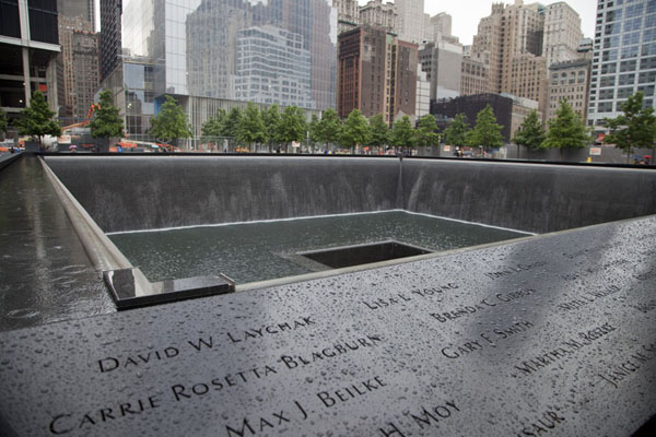 Foto di Looking north at the South Pool with some of the names of the victims of the 9/11 attacksManhattan - Stati Uniti