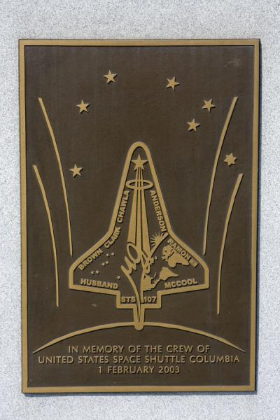 The crew of the Space Shuttle Columbia that was lost in 2003 | Cementerio Nacional de Arlington | Estados Unidos
