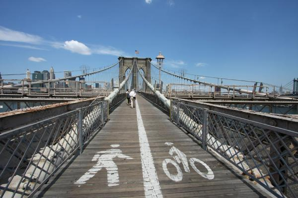 Cycle path and walkway across Brooklyn Bridge | Brooklyn Bridge | U.S.A.