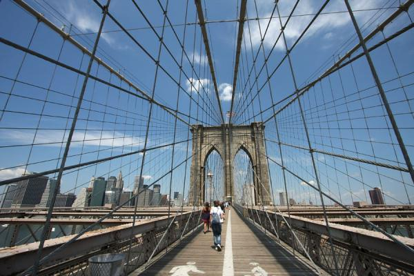Steel cables are an integral part of Brooklyn Bridge | Pont Brooklyn | les Etats-Unis