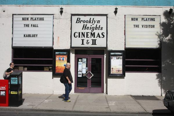 Foto van Brooklyners passing by the Brooklyn Heights cinemaBrooklyn Heights - Verenigde Staten