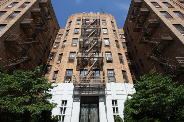 Foto van Apartment block with exterior fire stairs in Brooklyn HeightsBrooklyn Heights - Verenigde Staten