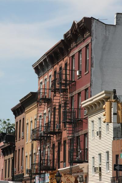 Picture of Lateral view of a row of houses in Brooklyn Heights