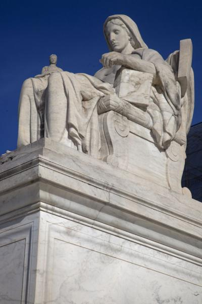 Picture of Capitol Hill (U.S.A.): Sculpture at the entrance of the Supreme Court on Capitol Hill