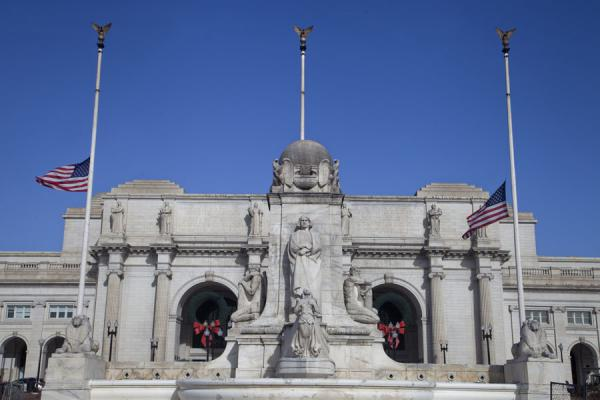 Photo de Columbus Memorial Fountain and Union Station on a sunny winter day - les Etats-Unis - Amérique