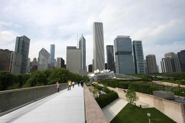 Picture of Chicago Millennium Park (U.S.A.): View of Millennium Park from the walkway to the Art Institute of Chicago