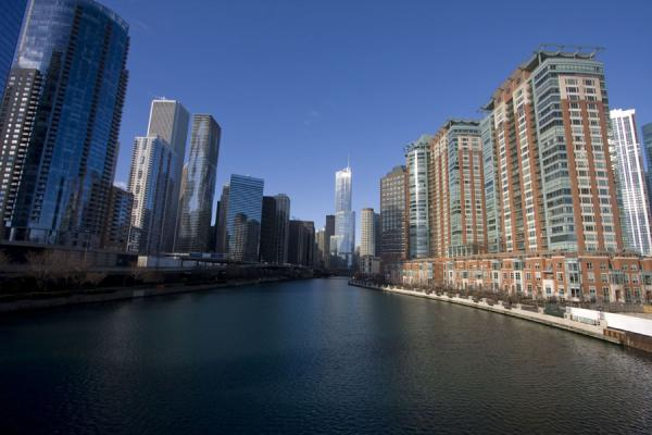 View of Chicago River from the Link bridge close to Lake Michigan | Chicago Riverwalk | U.S.A.