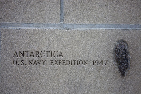 Foto de And now for something completely different: a rock from AntarcticaChicago - Estados Unidos