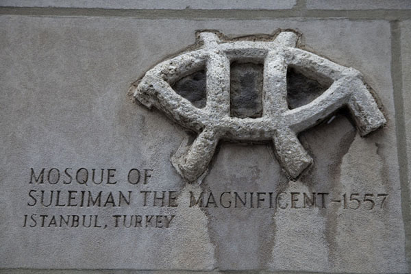 Fragment of the Suleiman mosque in Istanbul | Chicago Tribune stones | les Etats-Unis