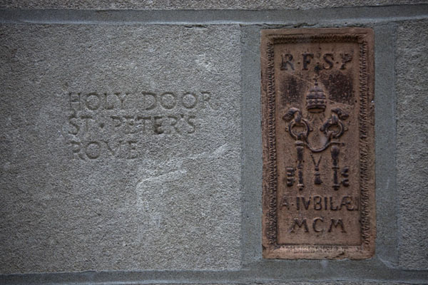 Piece of the Holy Door of the Vatican | Chicago Tribune stones | U.S.A.