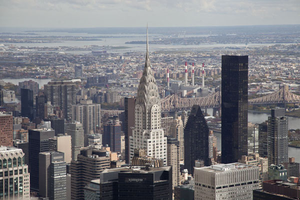 Photo de Skyline of East Manhattan with Chrysler Building in the foregroundEmpire State Building - les Etats-Unis
