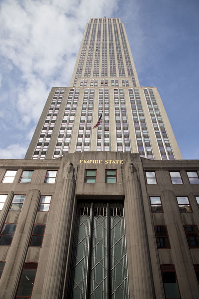 Looking up the Empire State Building from Fifth Avenue | Empire State Building | Stati Uniti