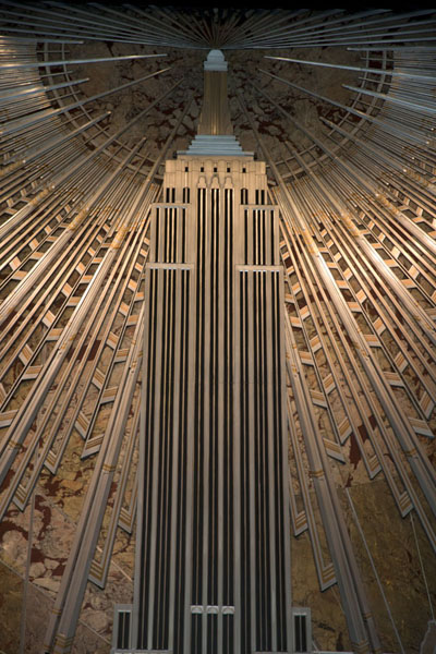 Decorative relief of the Empire State Building on a wall | Empire State Building | les Etats-Unis