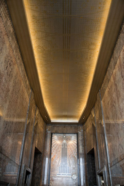 Photo de Looking up the ceiling of the lobby of the Empire State Building - les Etats-Unis - Amérique