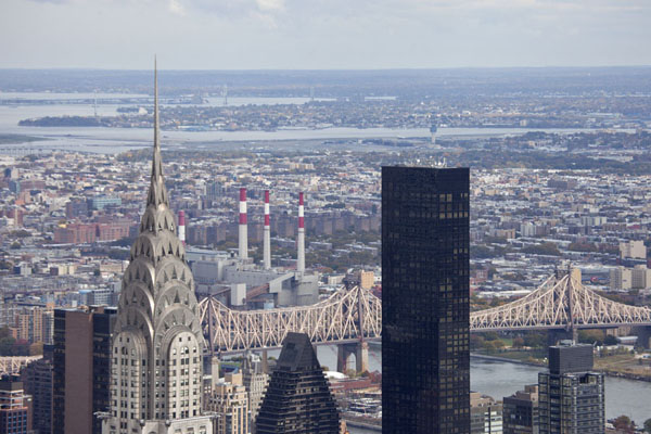 Chrysler Building and beyond: view towards the east from the Observation Deck of the Empire State Building | Empire State Building | les Etats-Unis