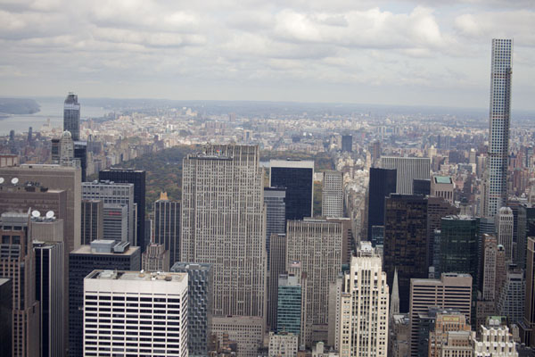 Photo de Looking north from the Observation Deck with Central Park behind the skyscrapersEmpire State Building - les Etats-Unis