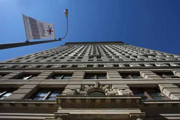 Foto van Looking up Flatiron BuildingFlatiron Building - Verenigde Staten