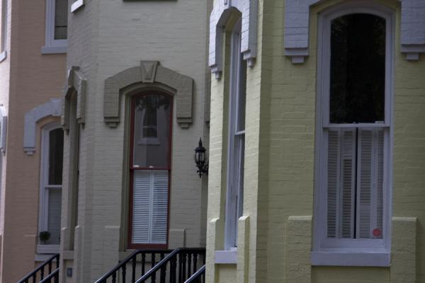 Picture of Side-view of pastel-coloured house fronts in Georgetown