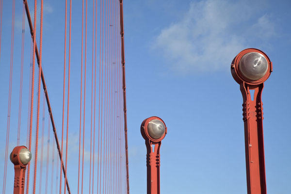 Lanterns and cables at the southern pylon of the Golden Gate Bridge三藩市 - 美国