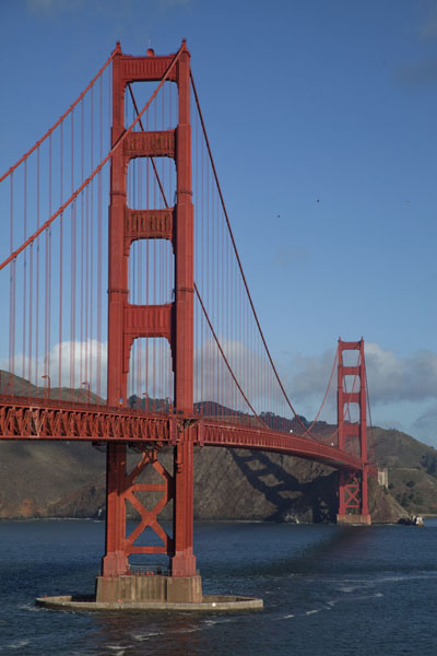 Side view of the Golden Gate Bridge in the morning | San Francisco | U.S.A.
