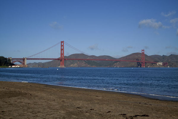 的照片 Golden Gate Bridge seen from the beach金门湾桥 - 美国