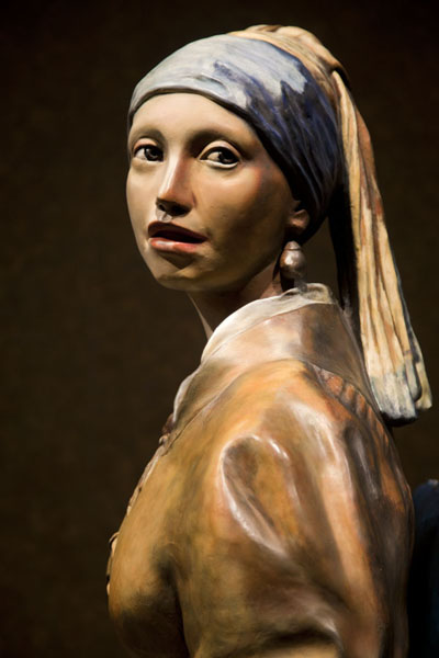 的照片 Girl with pearl earrings: 3D sculpture of the famous Vermeer painting - 美国