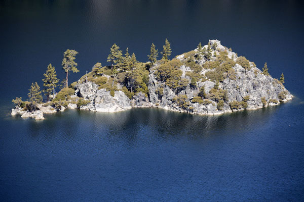 Picture of Lake Tahoe (United States): Fannette Island in Emerald Bay seen from a panoramic viewpoint
