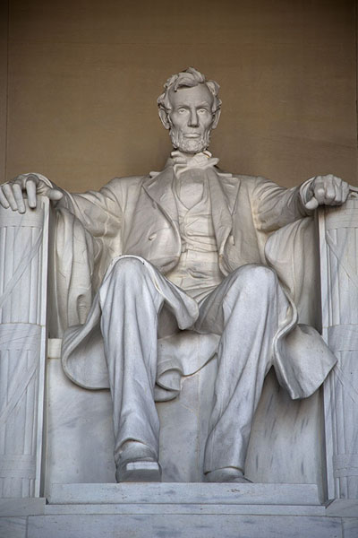 Frontal view of the statue of Lincoln | Lincoln Memorial | les Etats-Unis
