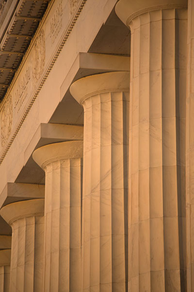 The top of the Doric columns of Lincoln Memorial in the late afternoon - 美国 - 北美洲