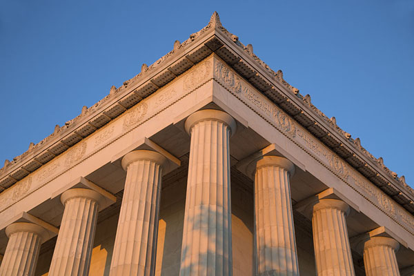 Picture of Lincoln Memorial (United States): Late afternoon sunlight on an edge of Lincoln Memorial