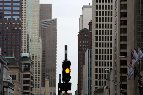 Picture of Michigan Avenue with building and traffic light